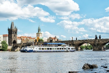 Private River Cruise with Unlimited Drinks in Prague